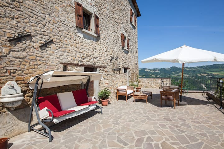 Castello Montesasso_Bed & Wine