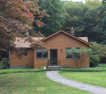 Entire House - Beautiful Country Guest House - Mohegan Lake - Ház