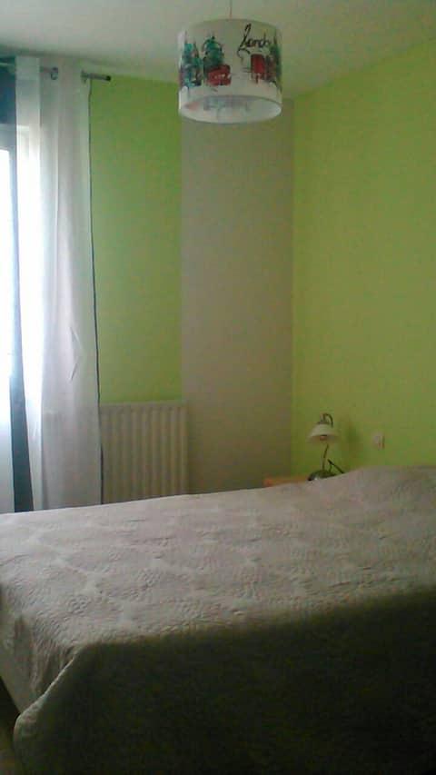 Chambre dans appartement calme.