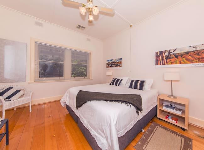 Bedroom 1, king size bed