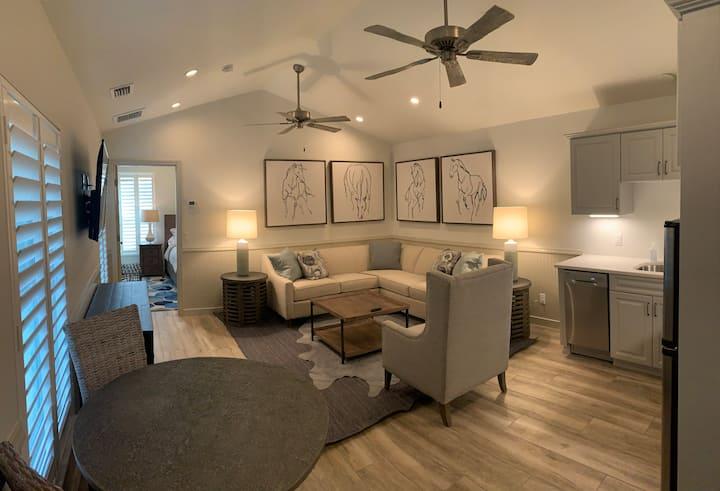 One Bedroom Luxury Apartment Separate King Bedroom
