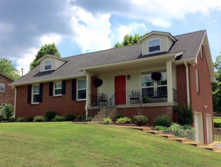 Nashville Getaway, 2 bedrooms, common area+futon
