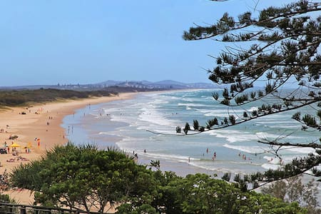 Absolute Beachfront Apartment With Free Wifi - Coolum Beach - Appartement