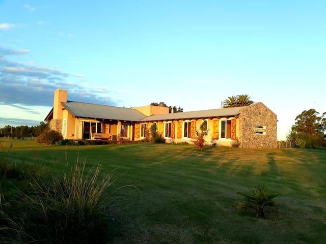 Salute. Hermosa casa de campo en Colonia Suiza