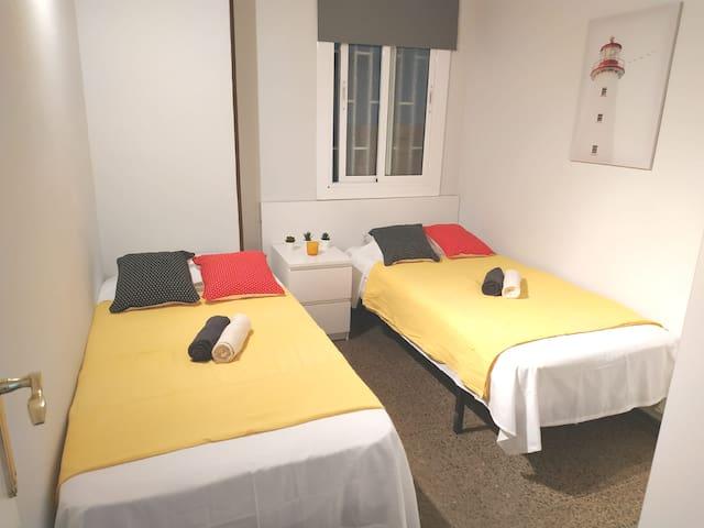 Plaza España - Habitación Privada - 2 Single Beds.