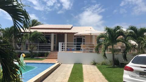 Casa na praia do Saco confortável com piscina
