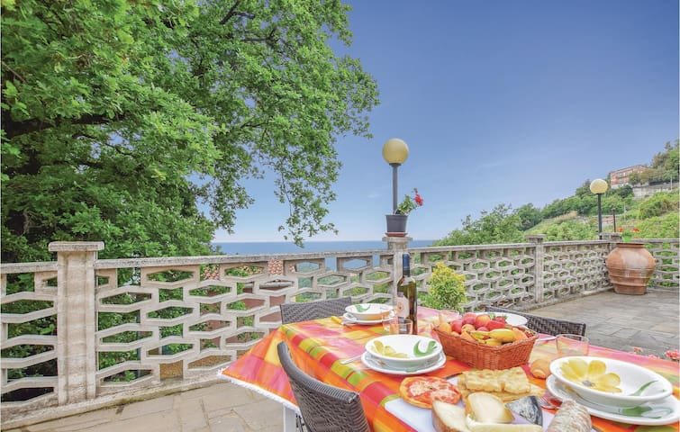 Awesome home in Bracco - Moneglia (GE) with WiFi and 1 Bedrooms