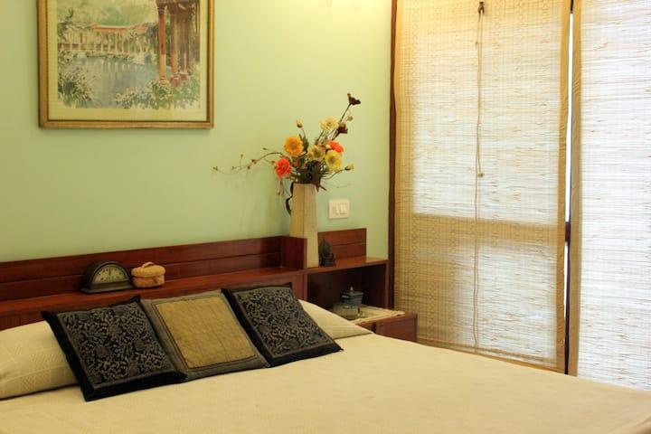 Private bungalow room at Curzon House, Delhi