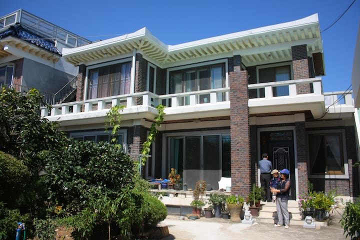 Family local house, 2nd floor area - 신동 - Hus