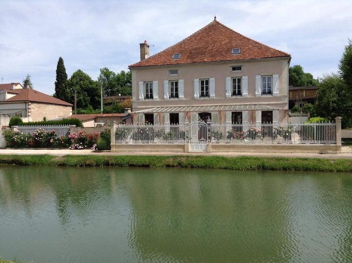 Appartement à Montbard vue sur Canal de Bourgogne