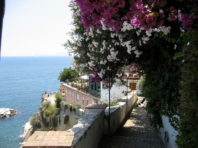 Embraced to the sea of Posillipo - Neapel - Haus