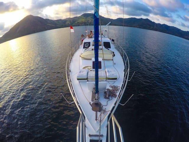 Ke-Ama, on budget sailing boat charter Bali - Denpasar - Bateau