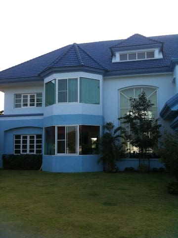 Home stay for golfer and family