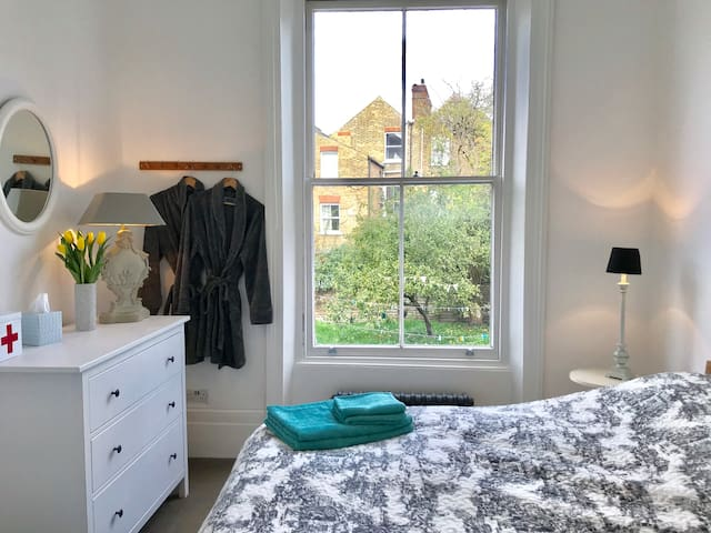 Bright Double in Stylish apartment in Brixton