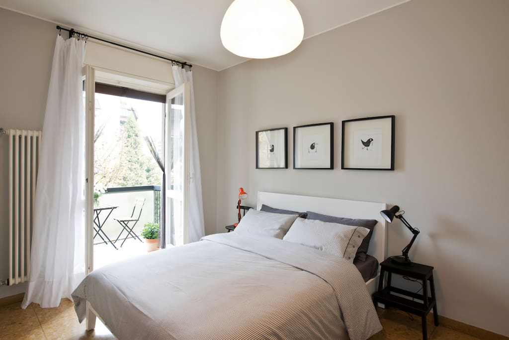Super comfy double bed (160x200 cm) will help you recover from an intense day of sightseeing/shopping!