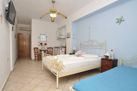 Manos studios for 2 with kitchen - Posidonia - Annat