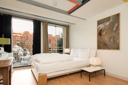 Private, quiet room in old center - Amsterdam - Bed & Breakfast