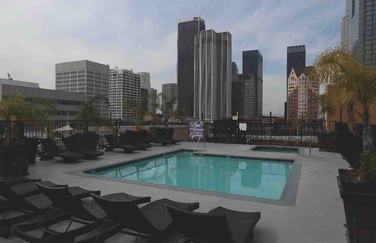 2br 3 beds Loft DTLA w/ rooftop pool & jacuzzi 420