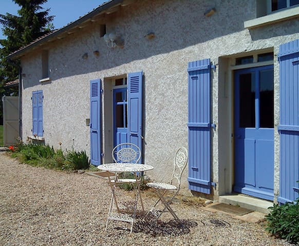 Lovely Rural Gite with Pool for 7/8 - Lathus-Saint-Rémy - Dom