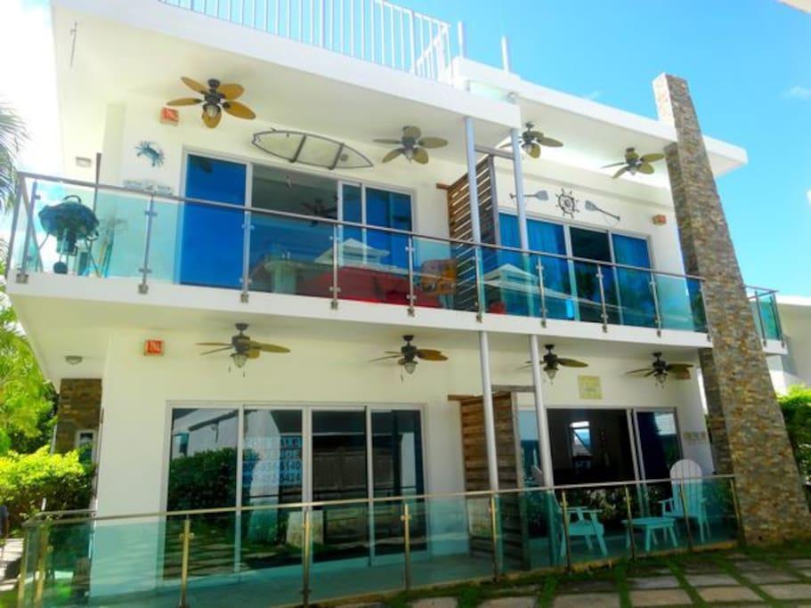 Vue extérieur, appartement disponible à la location en bas à droite.