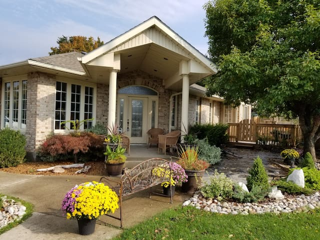 Riverview Guest House -All guest rms- Sleep 6-9