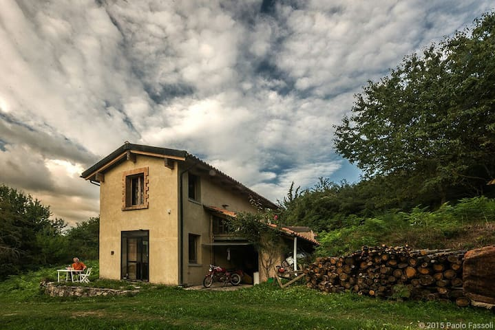 Tra mantra e natura - Aiole - House