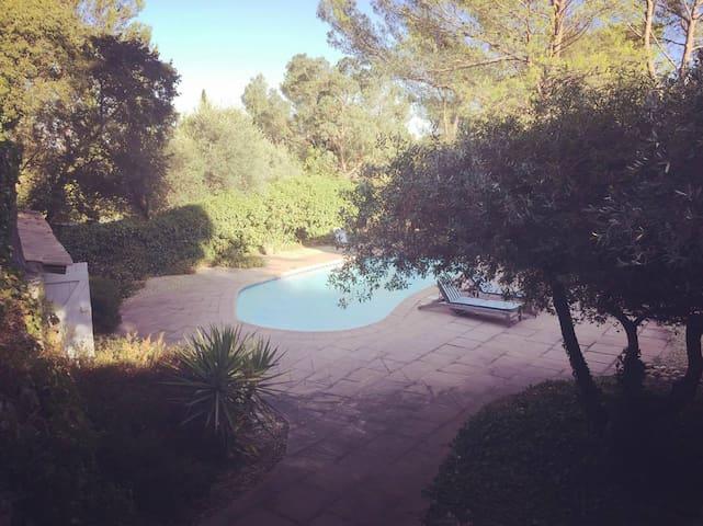 Villa in the countryside near the city center - Nîmes - Villa