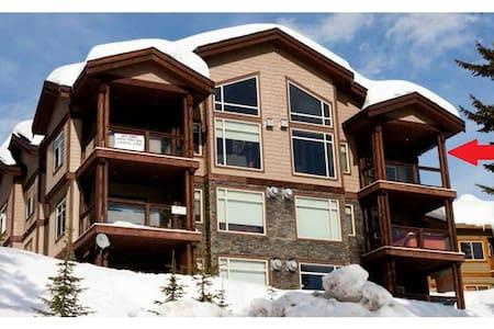 Luxury 3 Bedroom + Loft, Ski-in/out - Beaverdell
