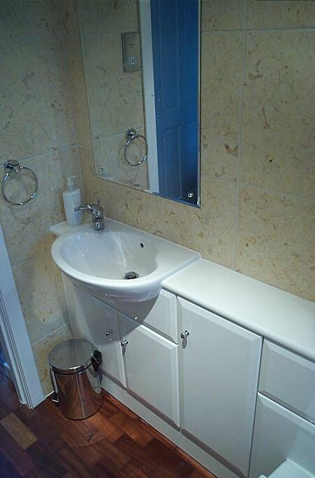 modern toilet/shower room