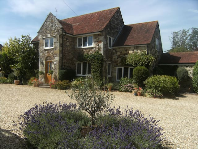 Double room with private bathroom, Brighstone, IOW
