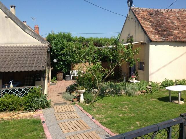 Verblijf op het Franse platteland - Verneuil-sur-Igneraie - Sommerhus/hytte