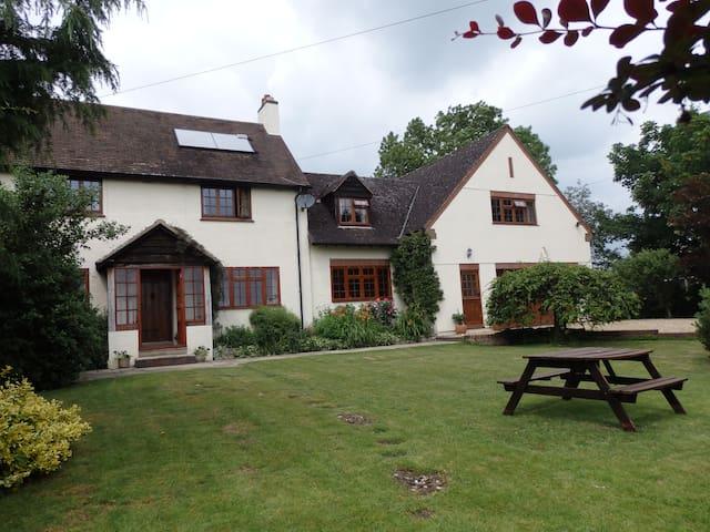 Larkrise Cottage Bed & Breakfast Twin/King