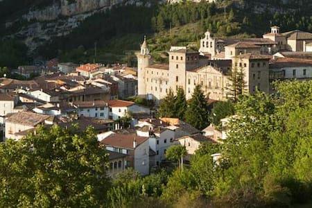 Piso en maravilloso pueblo burgales - Oña - Apartmen