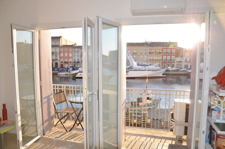 apartment with  canal & sea views  - Sète