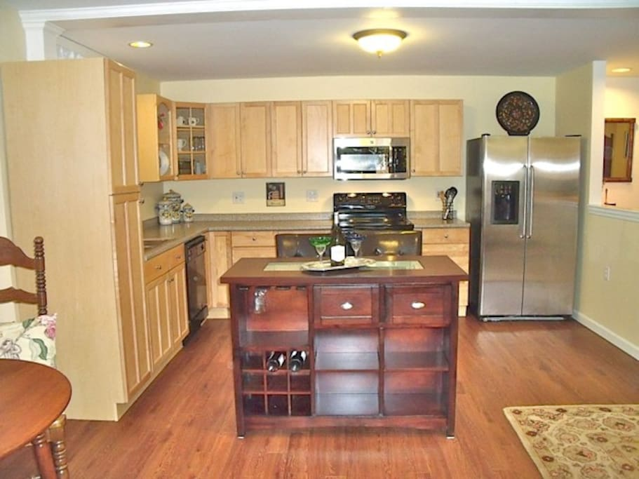 Full kitchen with dishwasher, micro, stove, oven, and breakfast or beverage island