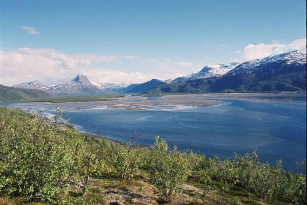 Utsikt fra Norkjosfjellet til Nordreisa og Storslett