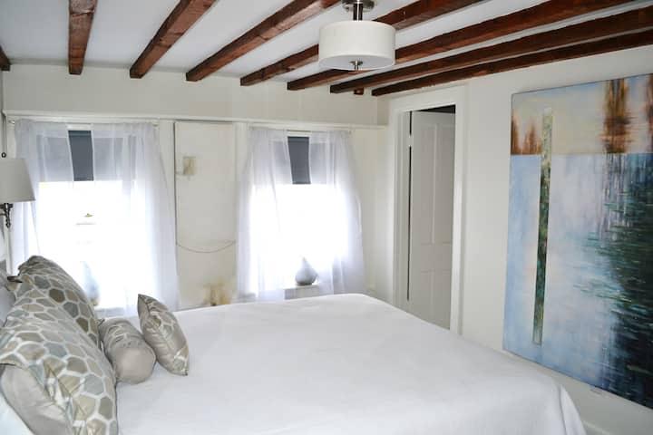 Bridge Street House Queen Room#5- 3rd Floor