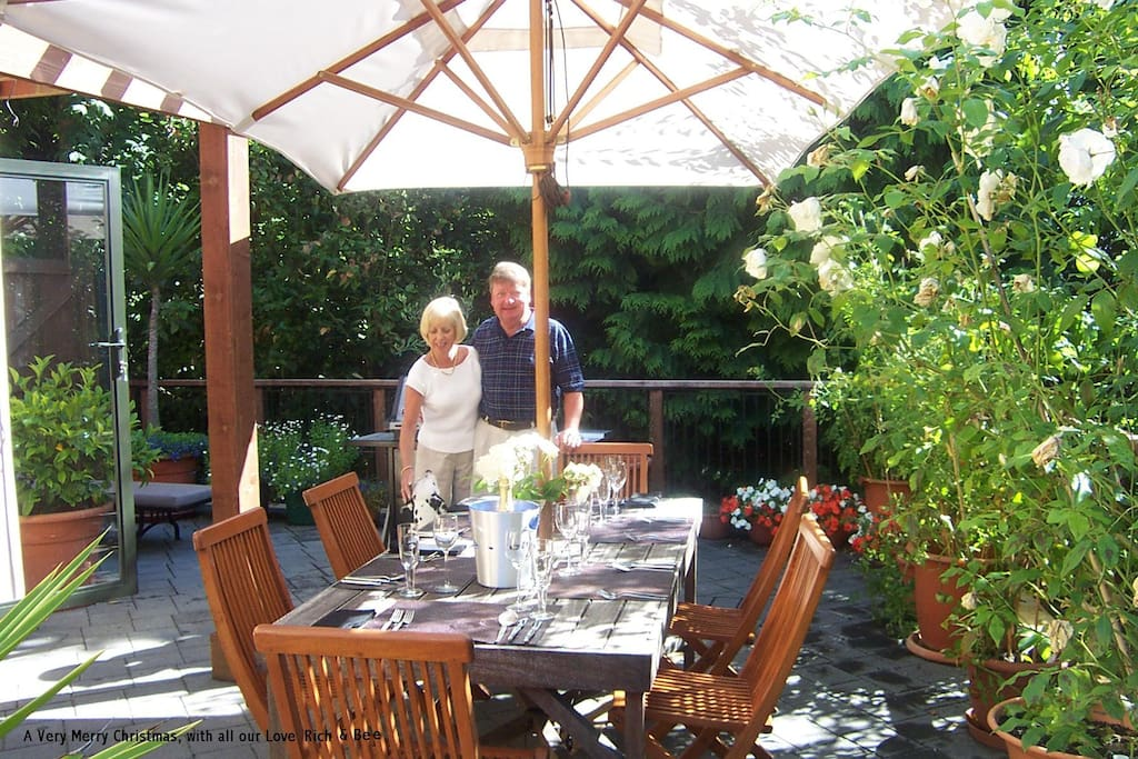 Alfresco Dining with Bee & Rich