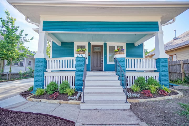 The Teal Oasis-5 mins from Downtown-entire house