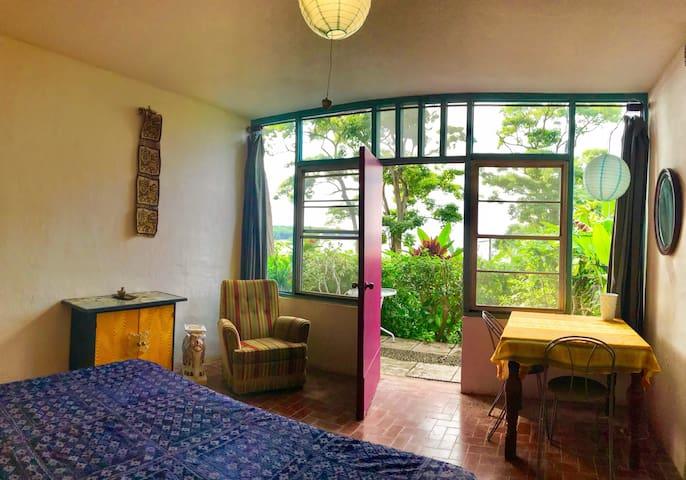 Oceanfront Quiet Eclectic Apartment (El Encanto#4)