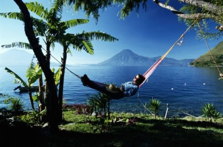 Perfect LakeFront Cozy Retreat Home - Santa Cruz, Lake Atitlán