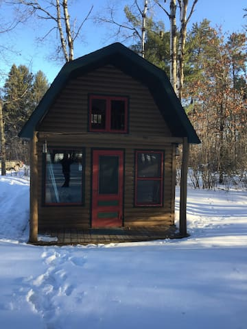 Private cozy cabin on beautiful sandy lake