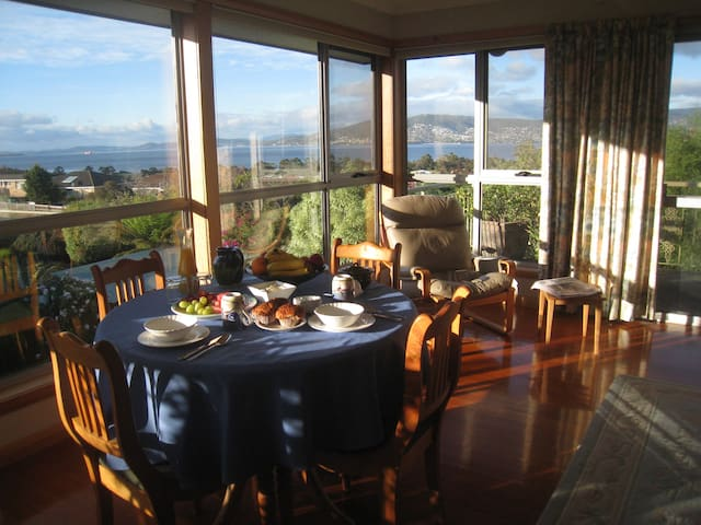 Breakfast Provided  With Great Harbour View