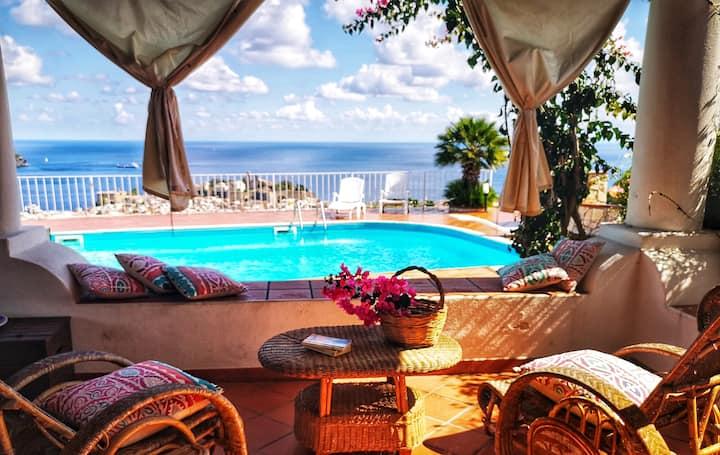 La Greca. Panoramico patio vista mare e piscina