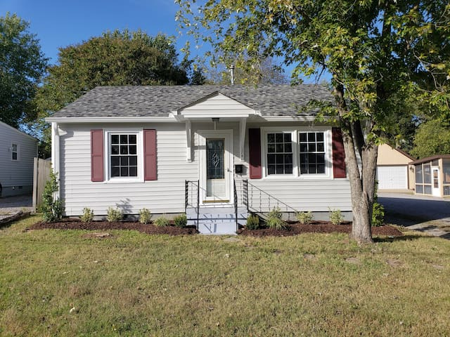 Renovated 2/1 inside Gallatin city limits!
