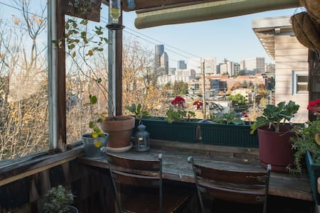 Cozy Private Loft Apt with Balcony - Seattle - Loft