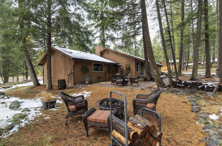 Minutes from skiing, bike trails , whitefish lake beach and downtown Whitefish!!