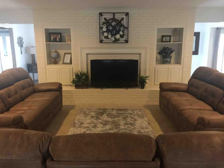 Spacious Home 10 minutes from A&M