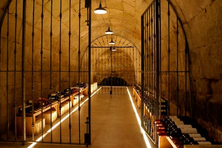 The Black Grape, Townhouse La Rioja - Ollauri - Townhouse
