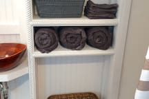 Always fully stocked with premium towels & linens.